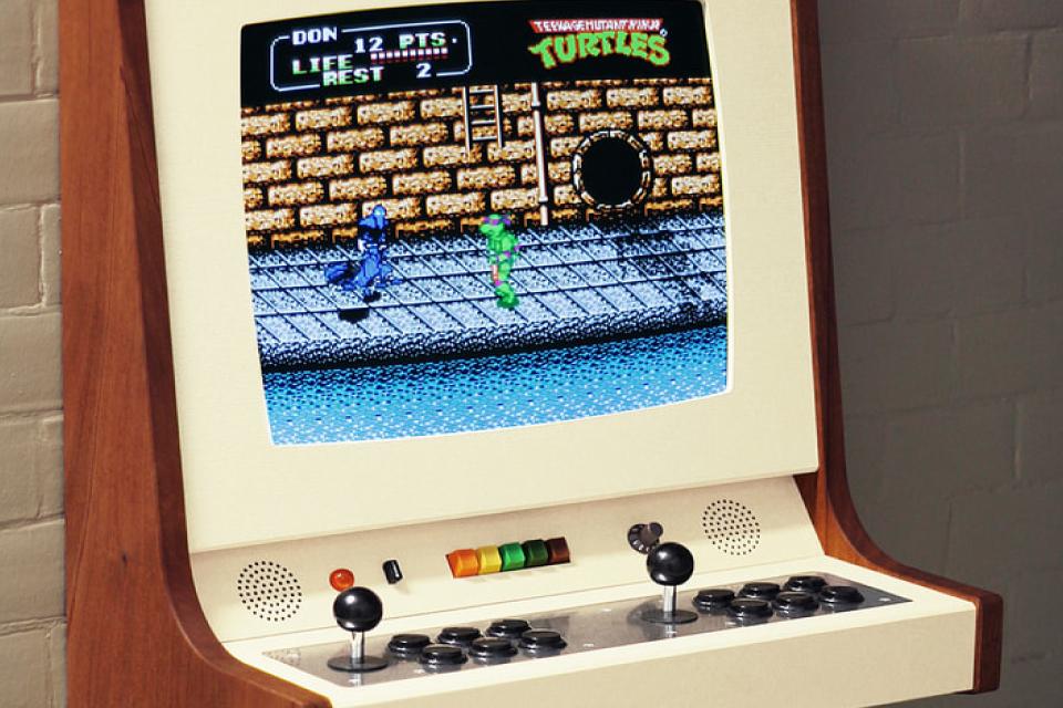 Imagem de Designer suéco desenvolve um gabinete arcade de encantar os olhos no tecmundo