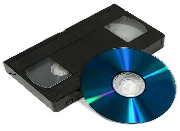Uma fita e um CD.