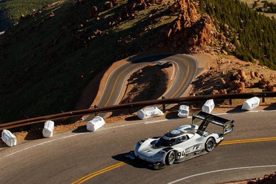 """Imagem de Carro elétrico da VW bate recorde em """"corrida de altitude"""" no tecmundo"""