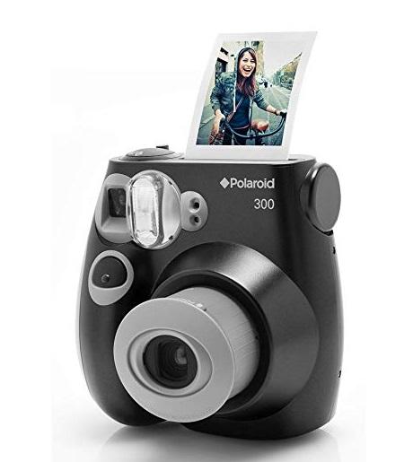 Uma câmera.
