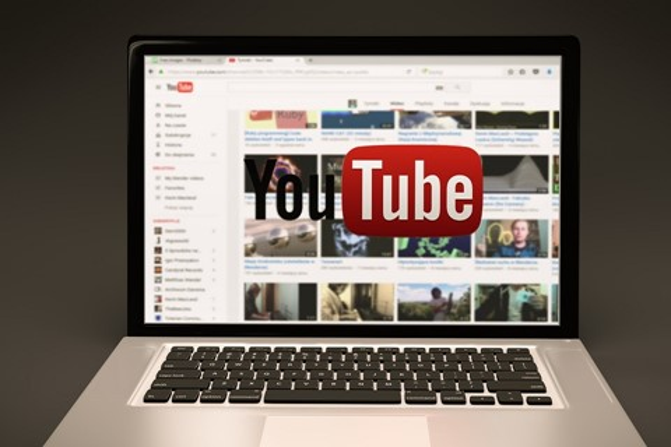 Imagem de YouTube acusa homem de plágio por canção que ele mesmo compôs no tecmundo