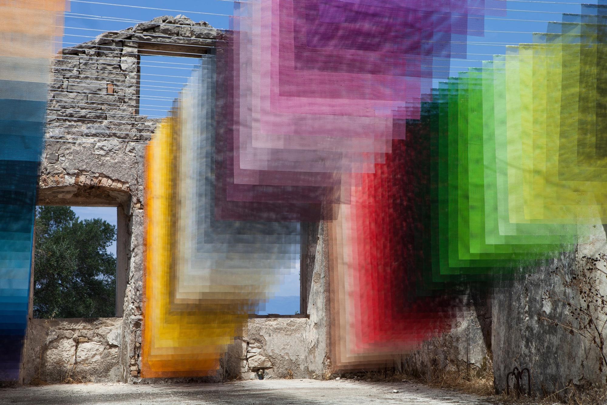Imagem de Obra de arte transforma ruínas gregas em pixels coloridos no mundo real no tecmundo