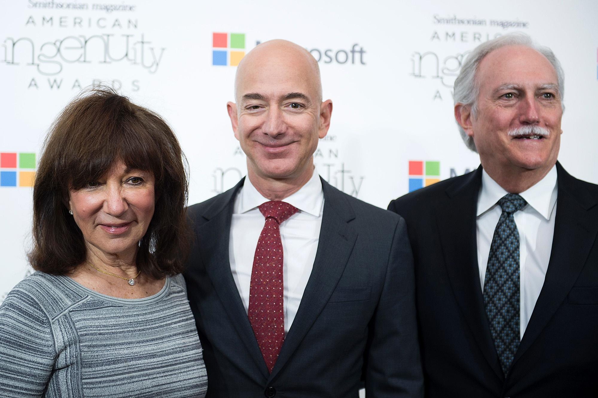 Imagem de Pais de Jeff Bezos teriam US$ 30 bilhões em ações da Amazon no tecmundo