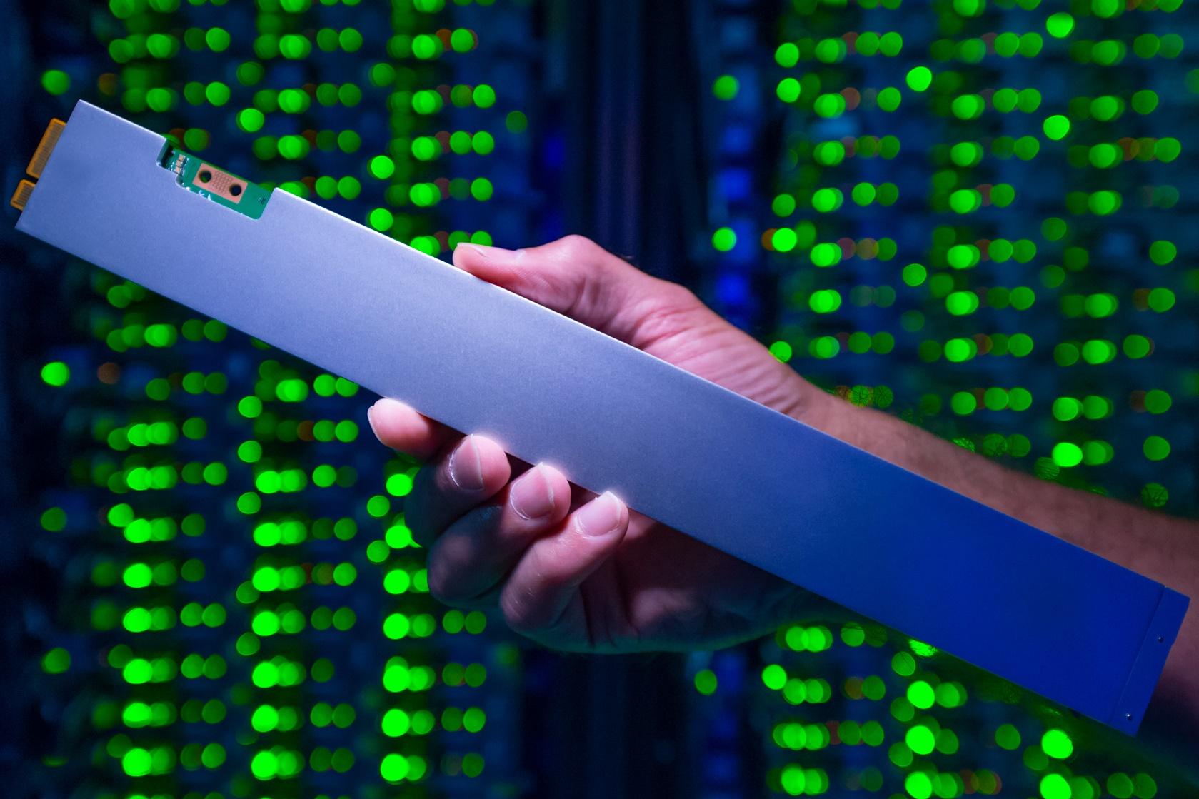 Imagem de Intel lança SSD de 32 TB em forma de régua para otimizar resfriamento no tecmundo