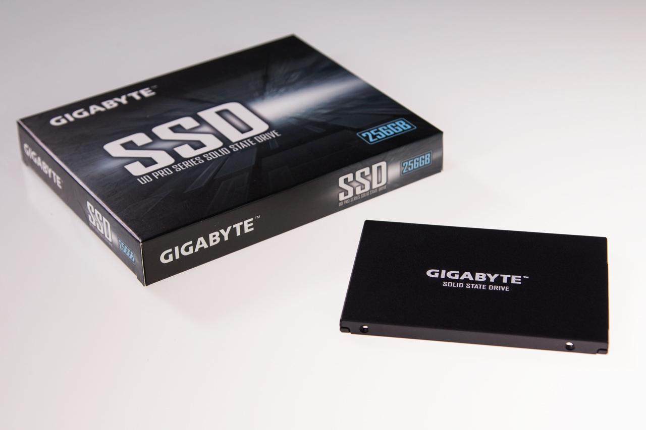 Embalagem GIGABYTE UD Pro
