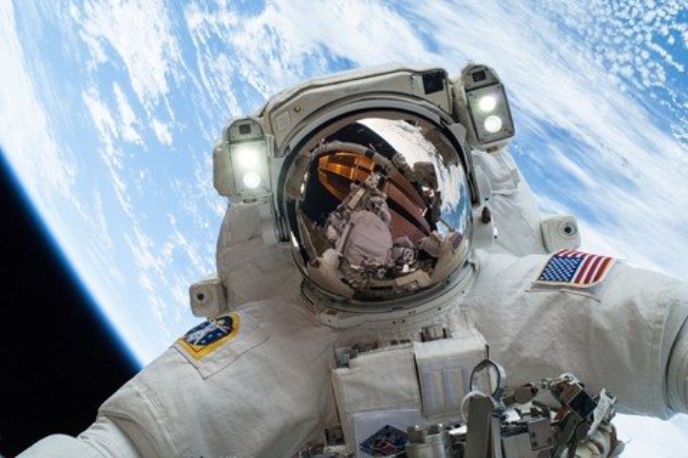 Imagem de 20 das fotos mais espetaculares já feitas da Estação Espacial Internacional no tecmundo
