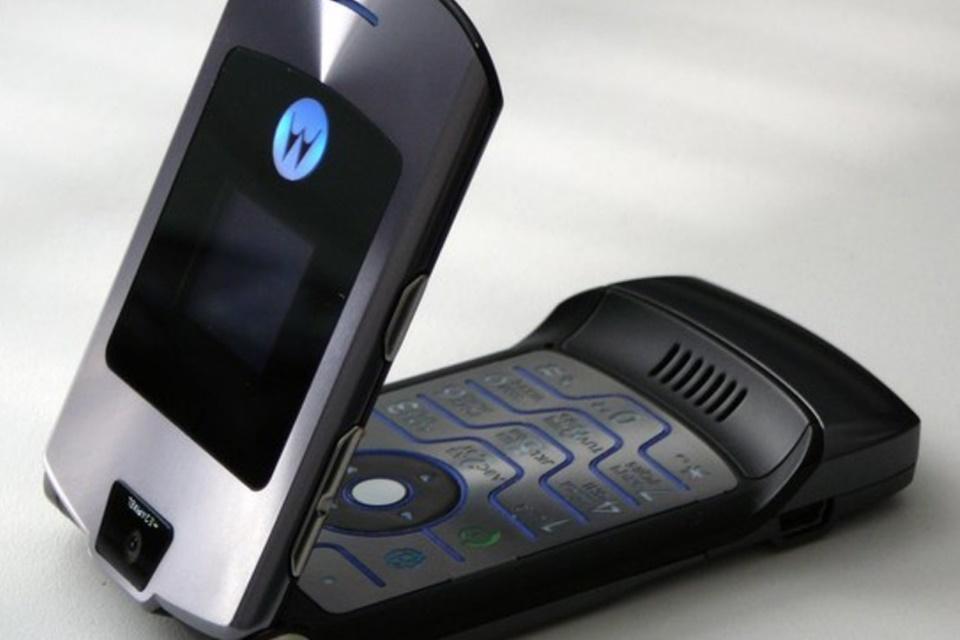 Imagem de Motorola tem patente de smartphone flexível com design do clássico RAZR V3 no tecmundo