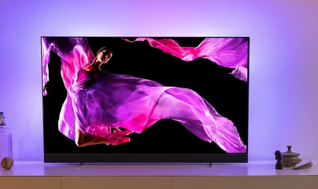 Um televisor.