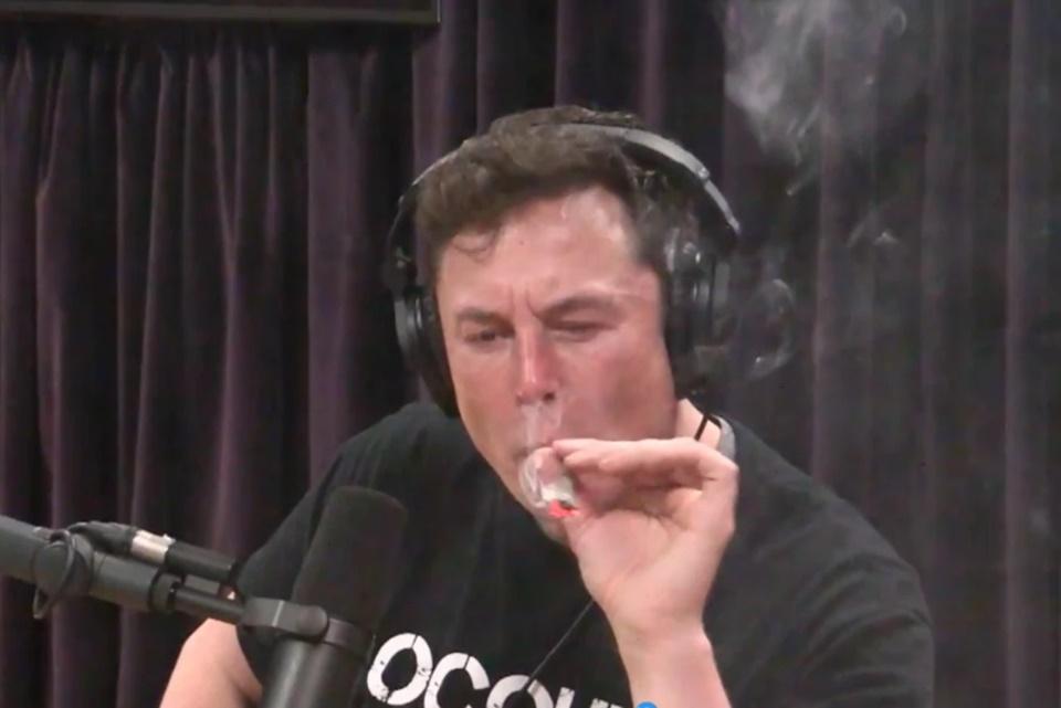 Imagem de Executivos deixam a Tesla, ações caem e Elon Musk entra em nova polêmica no tecmundo