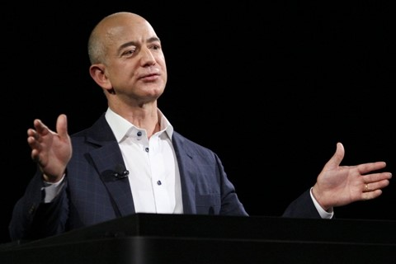 Imagem de Jeff Bezos cria ONGs para construir creches e ajudar famílias pobres no tecmundo