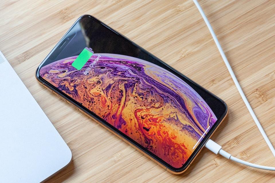 Imagem de iPhones Xs e Xs Max deixam a desejar em teste de bateria com navegação web no tecmundo