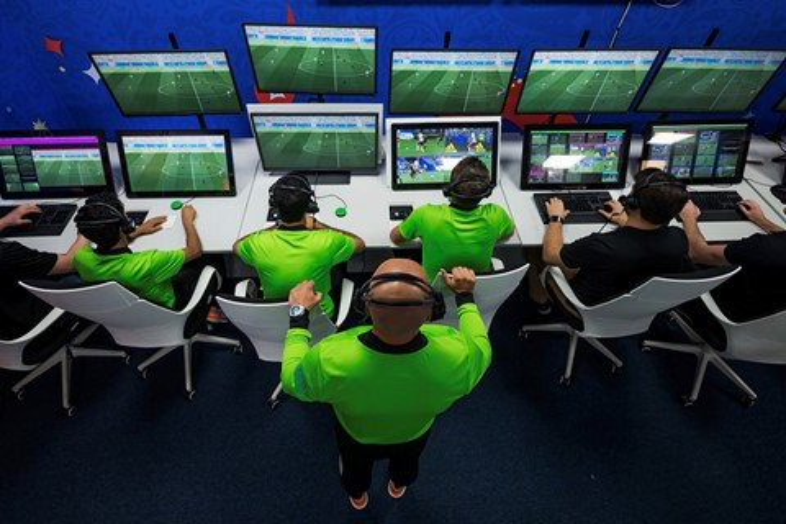 Imagem de Árbitro de vídeo VAR será utilizado na Champions League 2019/2020 no tecmundo