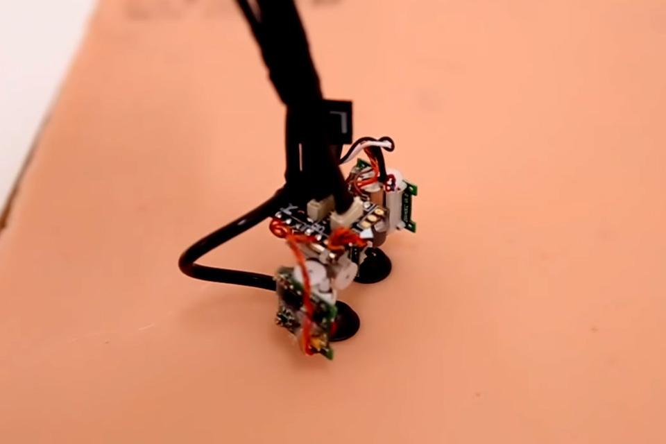 Imagem de Pesquisadores do MIT criam robô que se locomove sobre a pele do usuário no tecmundo