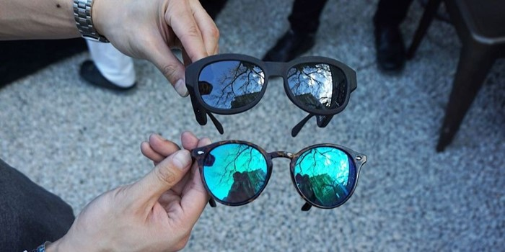 0eef838db Sempre buscando inovações para manter seus produtos em alta, a Bose inova  agora com óculos de sol com sistema de áudio embutido, para que o usuário  possa ...