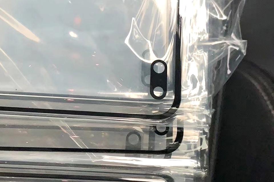 """Imagem de Foto vazada sugere que Galaxy S10 pode ter dois """"buracos"""" na tela no tecmundo"""