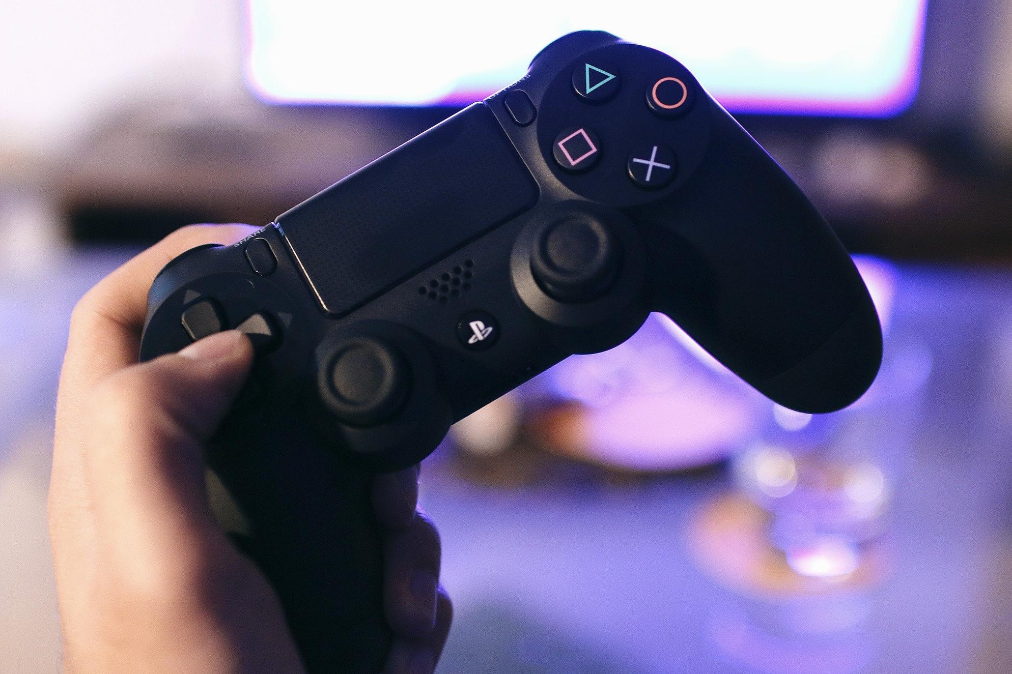 Imagem de PlayStation é o console que mais gerou acesso ao PornHub em 2018 no tecmundo