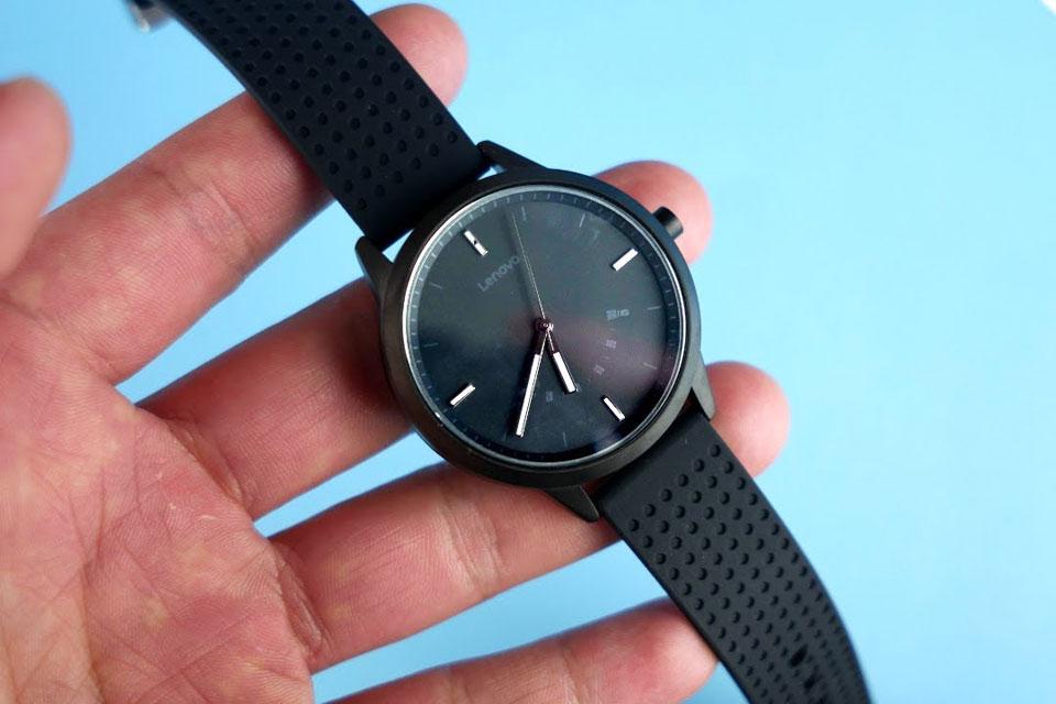 Imagem de Promoção: Lenovo Watch 9 mistura design de relógio com funções de smartband no tecmundo