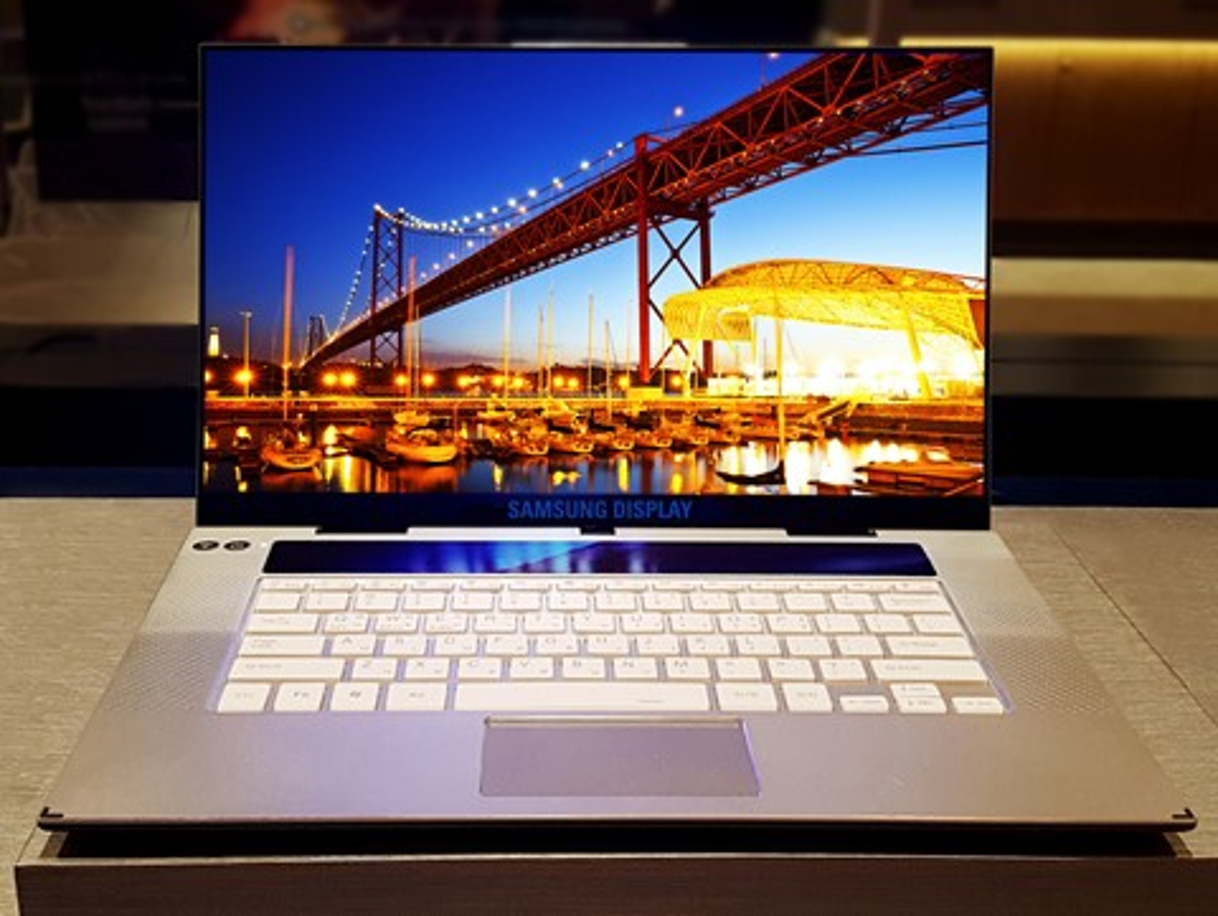 """Imagem de Primeira tela OLED 4K de 15,6"""" do mundo para laptops é lançada pela Samsung no tecmundo"""