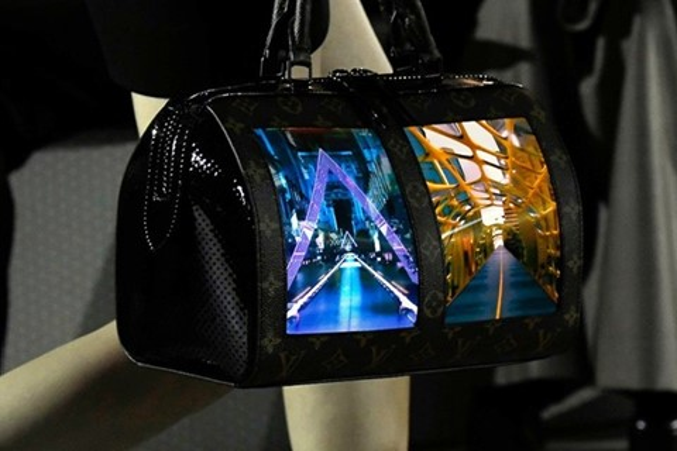 Imagem de Louis Vuitton lança bolsa com telas que funcionam como extensão do celular no tecmundo