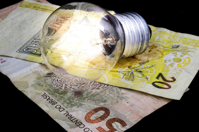 Imagem de Conta de luz vai ficar até 50% mais cara após reajuste da Aneel no tecmundo