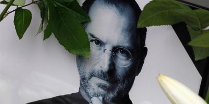 Imagem de De rivais a consumidores, Steve Jobs recebe diversas mensagens emocionadas de adeus na rede no site TecMundo