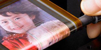 Imagem de OLED da Sony é mais fina que um fio de cabelo no site TecMundo